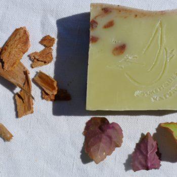 Savon au patchouli, fabriqué en Cévennes par la Sittelle. Gard. Saponification à froid.